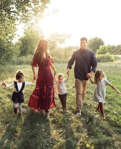 Family Photo Outfits, Family Photo Outfits Ideas, Family Photo Outfit inspiration family photography ideas and inspira. - Family Photo Outfits, Family Photo Outfits Ideas, Family Photo Outfit inspiration family photography ideas and inspiration - Fall Family Picture Outfits, Family Portrait Outfits, Family Photo Colors, Summer Family Pictures, Family Portrait Poses, Family Picture Poses, Fall Family Photos, Family Photo Shoot Ideas, Family Photo Sessions