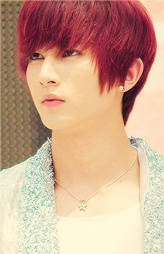 Kiseopie (U-Kiss) <3 red suit you too ^///^ <3