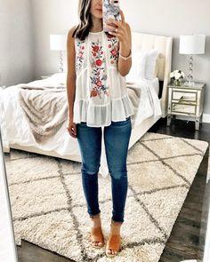 S clothes in the fashion ropa juvenil de moda, moda para dam 40s Fashion, Look Fashion, Fashion Models, Fashion Outfits, Fashion Trends, Feminine Fashion, Girl Fashion, Fashion Stores, Fashion 2018