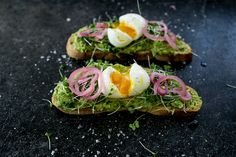 The ultimate avocado toast recipe for spring. Get the full recipe on The Fresh Exchange.
