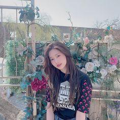 Wiz*one — Kim Minju Kpop Girl Groups, Kpop Girls, Aphrodite Cabin, Fandom, Yu Jin, Japanese Girl Group, Kim Min, The Wiz, Foto E Video