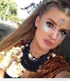 Festival glitter and jewels. Love this look 👀 😍 Party looks, holiday looks, festival makeup Festival Looks, Festival Make Up, Rave Festival, Festival Girls, Festival Style, Music Festival Makeup, Festival Makeup Glitter, Festival Glitter Ideas, Glitter Face Makeup