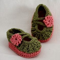 Knitting pattern for these GORGEOUS baby shoes on Etsy by L'Oasi della MAGLIA