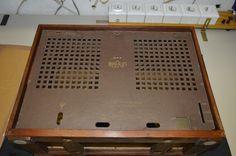 ... hab ne neue Rückwand bekommen, danke an Radiomuseum-Bucket ...