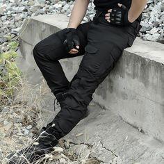 Men's Cargo Pants Military Camouflage Knee Pads - Men's style, accessories, mens fashion trends 2020 Black Tactical Pants, Tactical Wear, Combat Pants, Army Pants, Military Camouflage, Military Men, Military Female, Mens Cargo, Cargo Pants Men