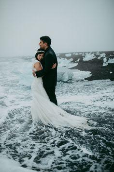 Moody Iceland elopement at the Diamond Beach at Jokulsarlon // adventurous Iceland elopement // Iceland destination wedding