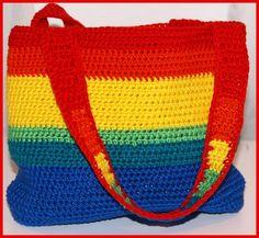 Mit dieser entzückenden Tasche in Regenbogenfarben wird jeder Tag bunt!  Gearbeitet aus reinem Baumwollgarn ist es äußerst robust und pflegeleicht....