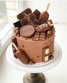Best Birthday Cake Designs, Fancy Birthday Cakes, Creative Birthday Cakes, Perfect Chocolate Cake, Chocolate Drip Cake, Chocolate Birthday Cake Decoration, Chocolate Cake Designs, Cake Decorating Piping, Cool Cake Designs