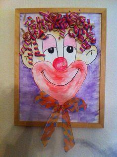 Carnaval dessiner un couer pour la bouche et pour les cheveux mettre des macaroni tortillié peinturer rouge