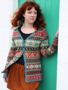 Ravelry Ravelry: Hedgerow pattern by Ann Kingstone - Hedgerow is one of 16 glorious designs in Stranded Knits, a superb technique manual and pattern collection that Ann created for Rowan Yarns. The book is available from Rowan stockists. Fair Isle Knitting Patterns, Fair Isle Pattern, Knitting Designs, Knit Patterns, Tejido Fair Isle, Rowan Felted Tweed, Rowan Yarn, Fair Isles, Knitwear
