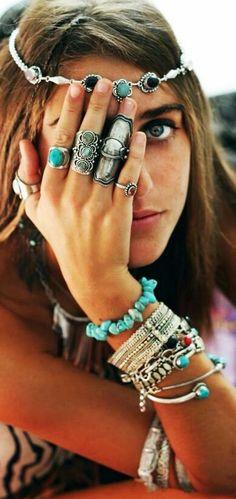 40 Boho Jewelry Ideas to Enhance your Gypsy Spirit Hippie Chic, Hippie Style, Hippie Mode, Estilo Hippie, Bohemian Mode, Hippie Bohemian, Gypsy Style, Boho Gypsy, Bohemian Jewelry