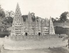 Lost Cities And Architecture Of Pre-Colonial Africa., Bimtuku, Ghana pre-colonial times date unknown from http://www.abovetopsecret.com/forum/thread927854/pg4