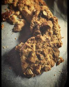 AromaticMix: Νηστίσιμα Μπισκότα με καραμελωμένα Αμύγδαλα Cookies, Chicken, Meat, Website, Desserts, Blog, Recipes, Crack Crackers, Tailgate Desserts