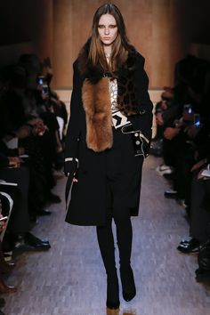 Givenchy Fall 2016 Ready-to-Wear Fashion Show