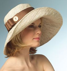 V8405  Vogue pattern for a hat.  Call me crazy, but this could make a cute beach hat.