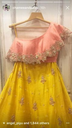 Kids Frocks Design, Baby Frocks Designs, Girls Party Wear, Party Wear Dresses, Dresses Kids Girl, Girl Outfits, Simple Dresses, Cute Dresses, Indian Designer Outfits