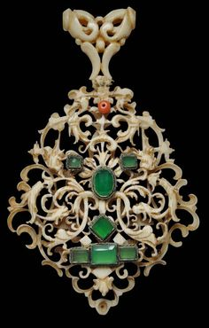 Exceptionally Rare Chinese Carved Ivory Pendant after designs by Daniel Mignot, Augsburg, active 1593–1616 and his contemporaries - Michael Backman Ltd