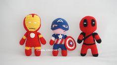 Super Héroes Amigurumi: Capitán América, Iron Man y Deadpool - Patrón Gratis en Español Crochet Doll Clothes, Knitted Dolls, Crochet Dolls, Crochet Yarn, Amigurumi Tutorial, Amigurumi Patterns, Amigurumi Doll, Crochet Doll Pattern, Crochet Patterns