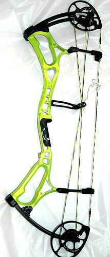 2013 Bear Archery Motive 7 Compound Bow Package Green Target Color 70# RH