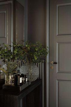 Elegant Home Decor, Elegant Homes, Bedroom Minimalist, Stockholm Apartment, Ideas Para Organizar, Bedroom Wall Colors, Interior Decorating, Interior Design, Decorating Tips