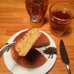 長芋とアーモンドプードルのパンケーキ       焼きたてはふわっふわ、冷めてもモチモチなグルテンフリーパンケーキ。フープロでもボウルでも簡単に作れます!小麦・乳アレ対応    材料 (1枚分) 長芋 50g 砂糖 大匙1 塩 1つまみ 卵(S〜Mサイズ) 1個 アーモンドプードル 大匙8 ベーキングパウダー 小匙1/2 バター(orお好みの油) 7g(大匙1/2)