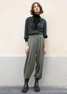 Russian Green Cuffed Suit Trousers : Russian Green Cuffed Suit Trousers – The Frankie Shop Androgynous Fashion Women, Androgynous Look, Look Fashion, Womens Fashion, Fashion Design, Lolita Fashion, Fashion Boots, Rockabilly Fashion, Fashion Ideas