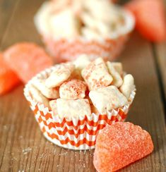 This Orange Creamsicle Puppy Chow is sweet and crunchy with a touch of citrus. It is a delicious summer dessert idea. Snack Mix Recipes, Candy Recipes, Yummy Snacks, Sweet Recipes, Delicious Desserts, Snack Mixes, Chex Recipes, Yummy Treats, Sweets