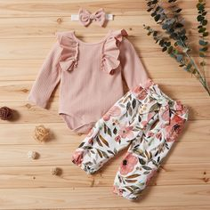 Check out this great stuff I just found at PatPat! : Baby Girl Ruffled Sleeve Flounced Collar Bodysuit and Floral Pants with Headband Set Baby Outfits Newborn, Baby Girl Newborn, Toddler Outfits, Kids Outfits, Cute Baby Outfits, Baby Baby, Baby Girl Fall Outfits, Infant Girls, Toddler Girls