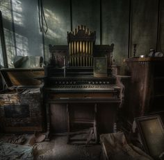 Urbex guru Andre Govia has an uncanny ability to take the most amazingly beautiful photos of creepy abandoned places. If you like abandoned, creepy, spooky, scary or haunted, then you could disappe… Old Buildings, Abandoned Buildings, Abandoned Places, Nocturne, Art Nouveau, Gothic, Left Alone, Abandoned Mansions, Old Houses