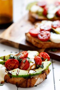 Grilled Avocado Caprese Crostini are the ultimate EASY appetizers infused with olive oil and piled high with Caprese flavours! Avocado Toast, Grilled Avocado, Breakfast Desayunos, Pub Food, Avocado Recipes, Fruit Recipes, Dip Recipes, Cheese Recipes, Appetisers