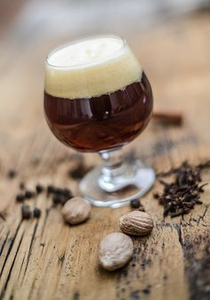 This wheat beer with mango and passion fruit is the perfect summer homebrew! Brewing Recipes, Homebrew Recipes, Beer Recipes, Christmas Beer, Christmas Pudding, Beer Magazine, Craft Bier, Beer Glassware, Craft Beer