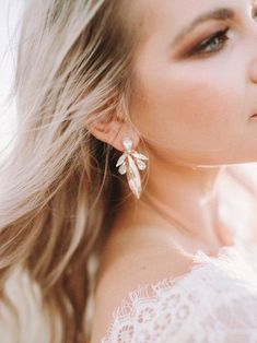 Bridal Wedding Jewelry Modern bride wearing statement crystal earrings with smokey eye, relaxed waves and lace wedding dress Gold Drop Earrings, Bridal Earrings, Crystal Earrings, Statement Earrings, Bridal Jewelry, Earrings For Wedding, Diamond Earrings, Pearl Necklaces, Boho Jewelry