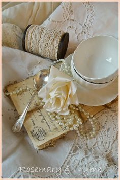 A lifestyle blog sharing ideas and inspiration for home decor, tablescapes, recipes, entertaining, DIY, table settings, floral arrangements, Lenox.