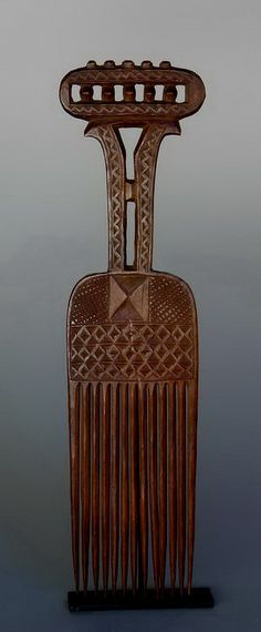 Africa   Prestige comb from the Akan people of Ghana   Wood   Likely 19th century   Combs from northern Ghana tend to use geographic shapes as a result of regional Islamic influence.