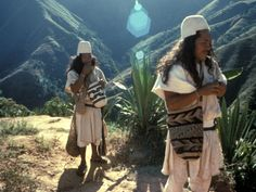 The Arhuaco are an indigenous people of Colombia. They are Chibchan-speaking people and descendants of the Tairona culture, concentrated in northern Colombia in the Sierra Nevada de Santa Marta. Sierra Nevada, Colombian People, Colombian Cities, Colombian Art, Ecuador, Colombia South America, Latin America, Santa Marta, Tribal People