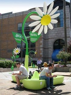 Prius installation that offers free solar-powered Wi-Fi. LOVE this.