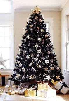 Modern black Christmas tree-with black and white-ornaments @pattonmelo