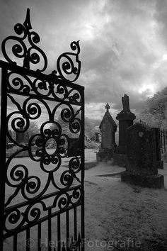 Of Lone Headstones Cemetery Headstones, Old Cemeteries, Graveyards, Cemetery Angels, Cemetery Art, Dark Gothic, Gothic Art, Spooky Places, 17th Century Art