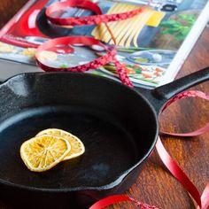 Cheesecake cu ananas si mango - Din secretele bucătăriei chinezești Iron Pan, Biscotti, Quinoa, Deserts, Food And Drink, Gluten, Decor, Recipes, Decoration