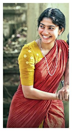Sai Pallavi Hd Images, Movie Pic, Cute Beauty, Indian Beauty Saree, Girl Pictures, Sari, Pdf, Culture, Poses