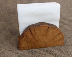 This napkin holder is made from natural branch of oak and covered with tung oil. Ideal for table in old rustic style, barbecue and picnic areas. The holder has ample storage for standard napkins& Dimensions: Length: cm) Width: 3 cm) Height: 3 cm) Wood Slice Crafts, Wood Crafts, Rustic Napkin Holders, Decorative Napkins, Diy Organizer, Paper Towel Holder, Kids Wood, Decoration Table, Paper Napkins