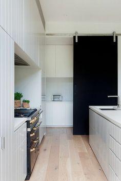 10 Examples Of Barn Doors In Contemporary #Kitchens, #Bedrooms and #Bathrooms http://news360.com/article/405500016?utm_content=buffera3480&utm_medium=social&utm_source=pinterest.com&utm_campaign=buffer interiordesign