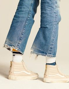 The Hardy Boy - lxst-nxght: Vans Spring / Summer 2016 Look Fashion, Spring Fashion, Fashion Shoes, Womens Fashion, Trendy Womens Sneakers, Sneakers Women, Vans Sneakers, A Well Traveled Woman, All Jeans