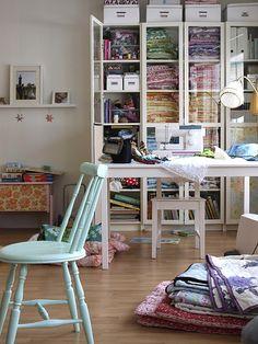 Jeg ønsker mig sådan et værelse, hvor jeg kan have alt mit stof og lade maskinen stå fremme