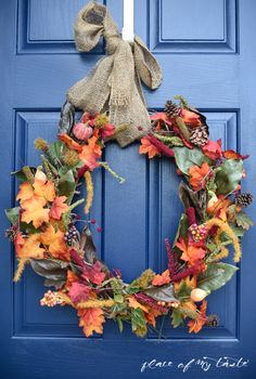 We find creative and budget friendly ways to add a little seasonal decor to your home, So here are 22 gorgeous DIY fall decor ideas you love to decorate this year. DIY fall decor ideas that you can… Easy Fall Wreaths, Diy Fall Wreath, How To Make Wreaths, Holiday Wreaths, Wreath Ideas, Fall Diy, Wreath Bows, Door Wreaths, Grapevine Wreath