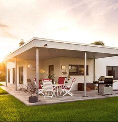Der Bungalow Nivo 130 von FingerHaus | Finde eine große Auswahl an Bungalows beim klicken auf das Bild und andere Häusertypen von verschiedenen Anbietern auf ___ www.Fertighaus.de ____ #hausbau #neubau #Flachdach #garten #terrasse