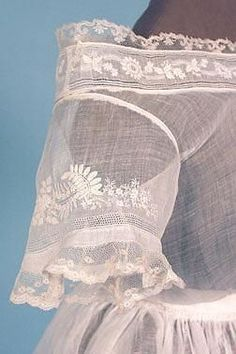 Whitework embroidery on 2019 Oooooooo! Whitework embroidery on muslin with lace edging The post Oooooooo! Whitework embroidery on 2019 appeared first on Lace Diy. Lace Embroidery, Vintage Embroidery, Embroidery Patterns, Loom Patterns, Historical Costume, Historical Clothing, Historical Dress, Antique Lace, Vintage Lace