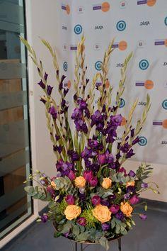 My personal portfolio. DUSA teaching awards 2013: purple gladiola and lisianthus, yellow roses, purple tulips, eucaliptus and some green stuff