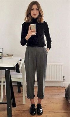 Finding the perfect outfit for a job interview can be stressful. Is it too casual? Am I supposed to wear heels? Job Interview Outfits For Women, Business Casual Outfits For Women, Business Casual Attire, Casual Work Outfits, Professional Outfits, Business Outfits, Business Formal, College Interview Outfit, Business Fashion