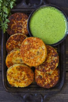 Aerial shot of suji cutlet in a black tray with green chutney on the side. Fun Easy Recipes, Veggie Recipes, Baby Food Recipes, Indian Food Recipes, Cooking Recipes, Oriental Recipes, Veggie Food, Spicy Recipes, Food Tips